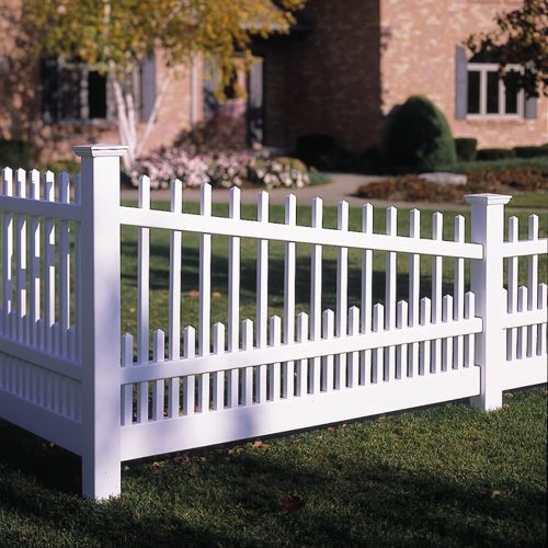 White vinyl fence - alternating style